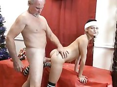 Older stud gets christmas surprise - young snatch